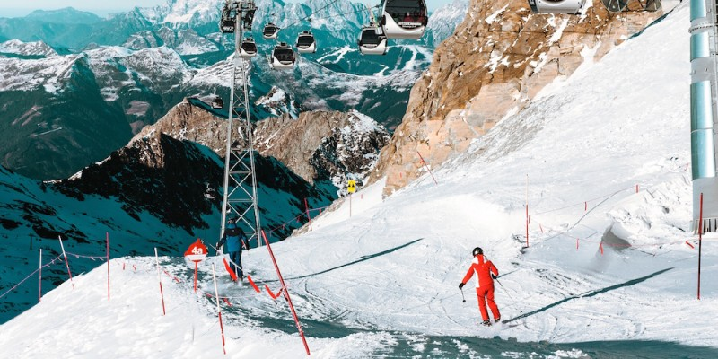 TIPS: WHAT TO BRING ON YOUR SKIING HOLIDAY